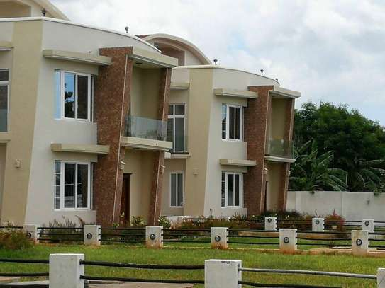 4 bed room big house villa for rent mbezi beach house sea view image 2