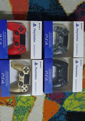 Playstation 4 controllers image 3