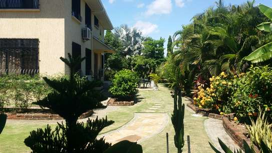A STANNING FULLY FURNISHED HOUSE AT MBEZI BEACH IS AVAILABLE FOR RENT NOW image 3