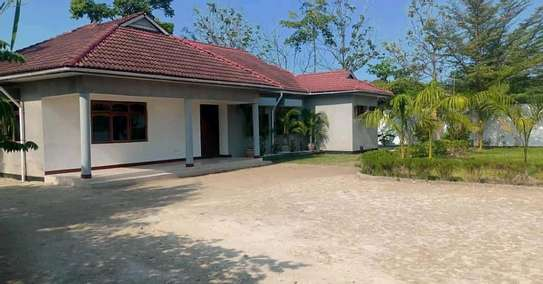 3 bdrms unfurnished beautiful spacious Home going cheap