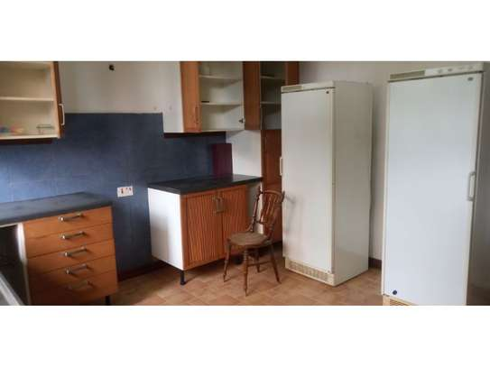 beach house 8bed at mbezi beach $2500pm plus 3bed house total 11 bed image 2