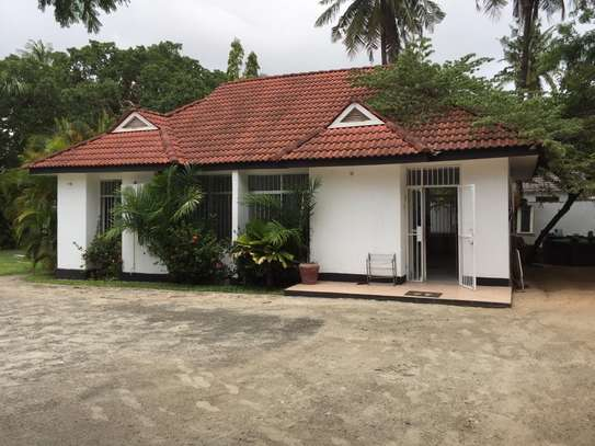STAND ALONE HOUSE AT CHATO STREET  FOR USD 600 FOR RENT image 1
