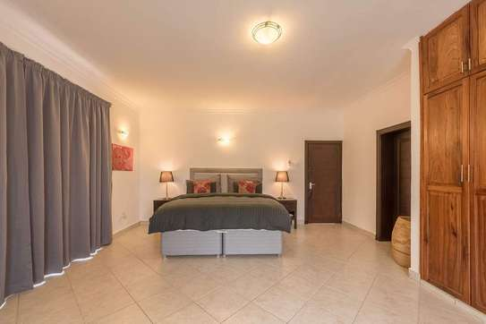 4 Bedrooms Large House In A Small Gated Community In Oysterbay image 7