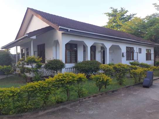 3bed room house in the compound at mikocheni TSH 1million image 4