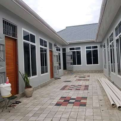 House for rent at kinondoni mwanamboka ,master bedroom sitting room and kitchen at price of tzs 400 ,000/= per month image 3