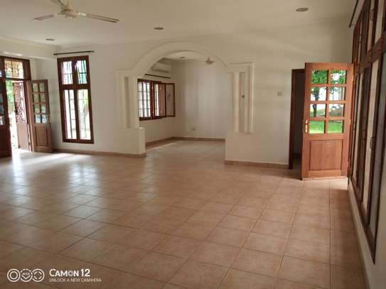 4bdrm pool house for rent in oyster bay image 1