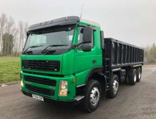 2004 Volvo FM12 340  8X4 TIPPER 111MILLION ON THE ROAD image 1