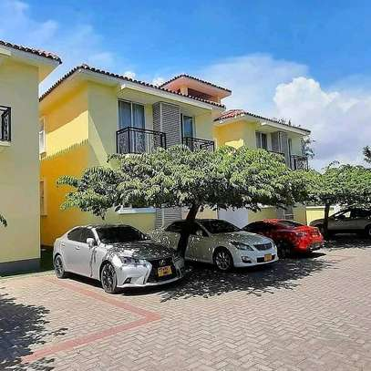 3 BEDROOM APARTMENT OYSTERBAY image 1