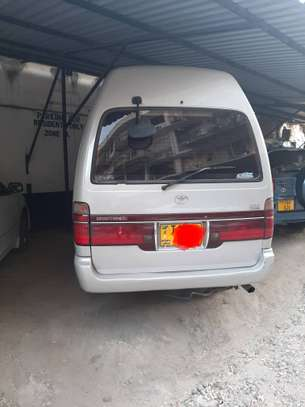 2000 Toyota Hiace Carrier image 5