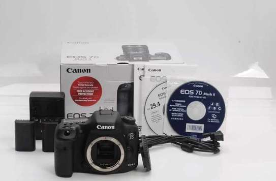 New Canon 7D Mark ii with Lens