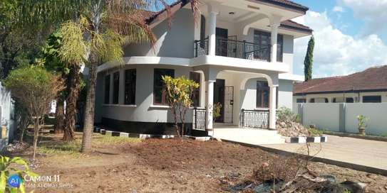 4bed house  for sale at tegeta  zoo image 5