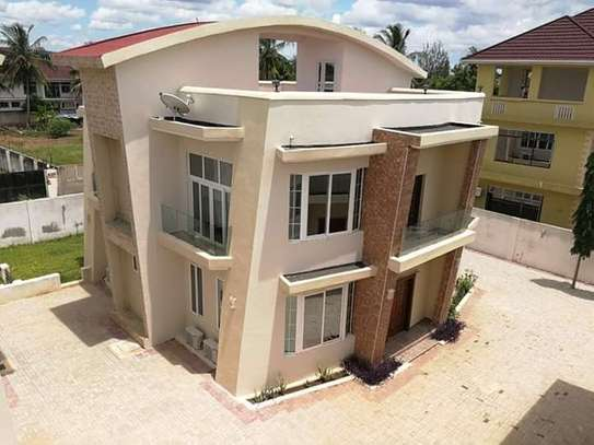 LUXURY 4 BEDROOM VILLA FOR RENT AT MBEZI BEACH