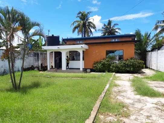 3bed room house at victoria tsh 600000 image 2