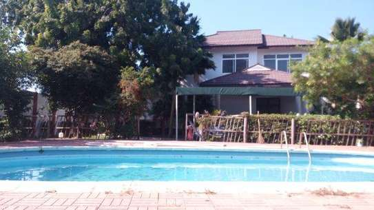 4bed house at masaki peninsular with swiming pool image 1