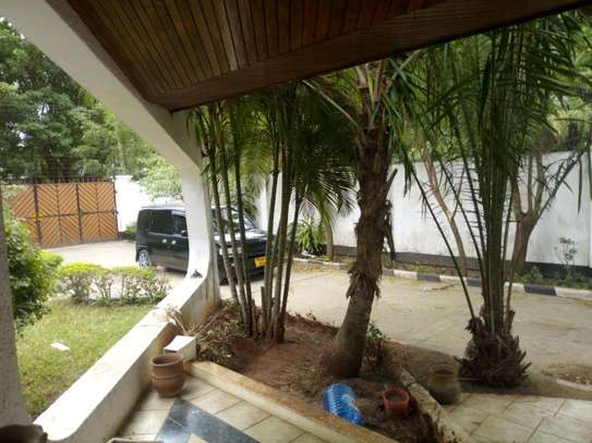 Nice 4bedroom house with a pool in Ada estate to let. image 6