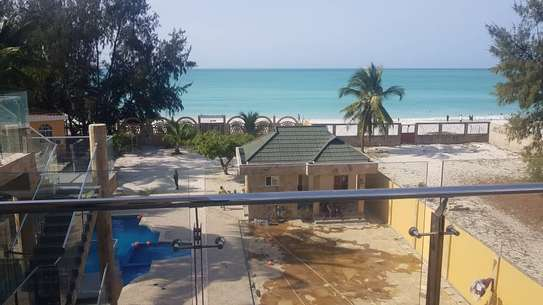 KIGAMBONI BEACH MANSION CLOSE TO FERRY FOR RENT IDEAL FOR DIPLOMATS AND EXECUTIVES image 1