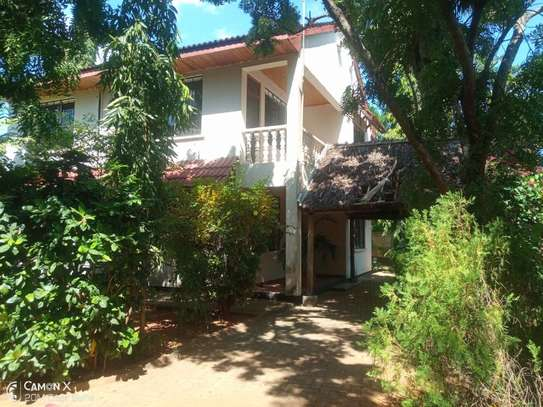 4bed house shared  the compound near george and dragon at masaki $2500pm image 12