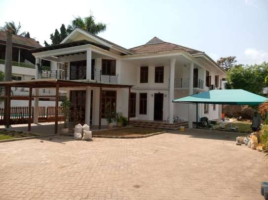 4bed house  at msasani  nice swimming pool image 10