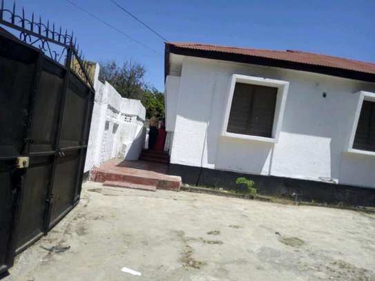 3bedroom house in kinondoni block 41 to let. image 2