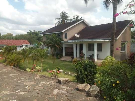 LUXURY 4 BEDROOMS FULLY FURNISHED HOUSE FOR RENT AT MBEZI BEACH