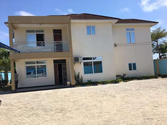 4 bed room house with servant quater for sale at jangwani sea breeze image 1