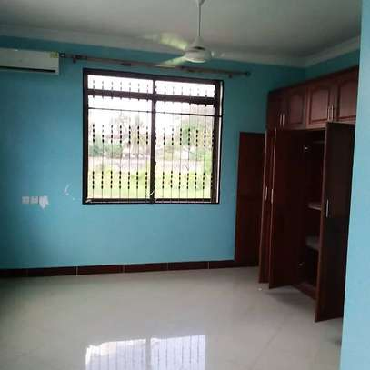 4 BEDROOMS STAND ALONE HOUSE FOR RENT image 3