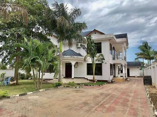 5 bed room all ensuite for rent at ununio image 10