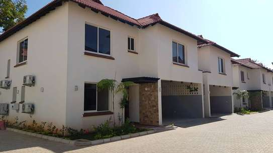 4 Bedrooms 4 Bathrooms Compound House For Rent in Oysterbay image 11