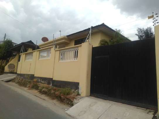 3bed house at moroco  with servant uarter available residance or office image 7