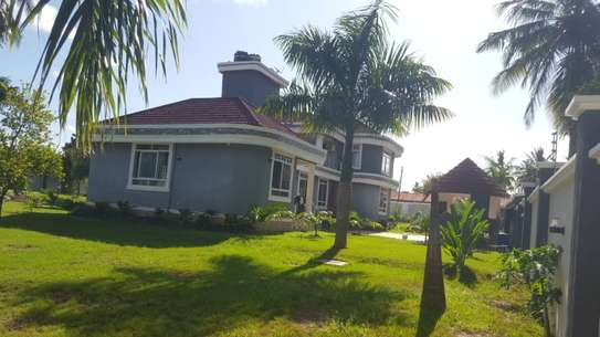 6 bed room house for sale  at salasala image 4