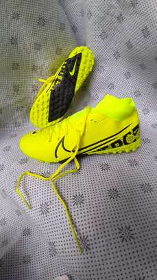Football Shoes - Trainers