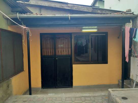 1bed house at kinondoni studio tsh 300,0000