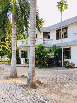 7 bedroom house for sale at mikocheni Ovacado image 4