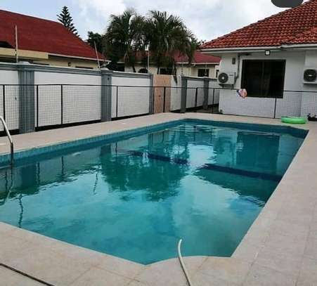 Swimming pool house for rent bahari beach image 3