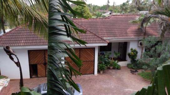 4 Bdrm Beachfront House at Kawe Beach image 14