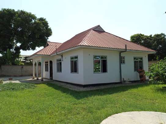 3 bed room house for rent at boko image 3