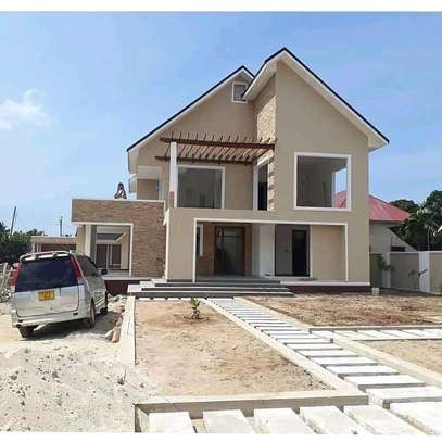 HOUSE FOR SALE LOCATION IN BAHARI BEACH image 1