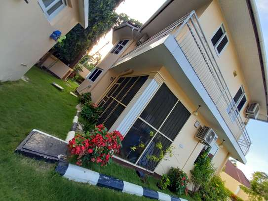 Bungalow and luxury stand alone house for rent at OYSTERBAY image 6