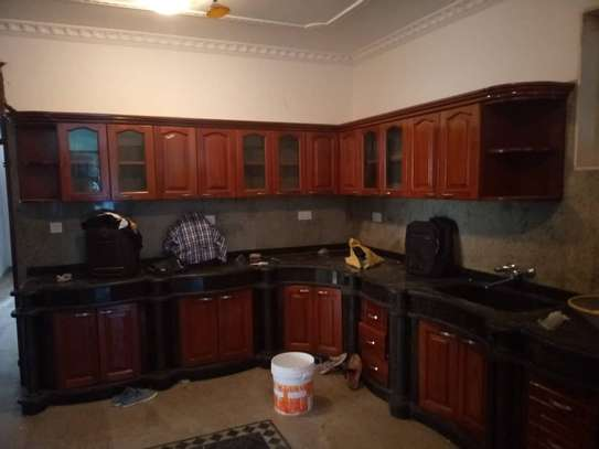 4 bed room all ensuite for rent house at avocado near tripple seven image 9