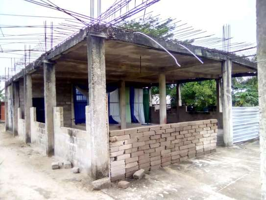 Tarmac road-front semi-finished commercial house/1300sqm. going cheap at PUGU image 3