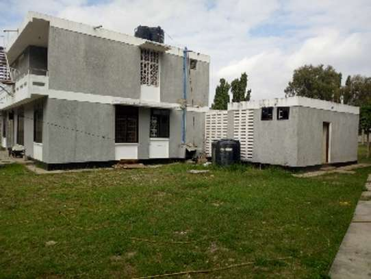 4bed house with big compound and small godown at ada estate image 13