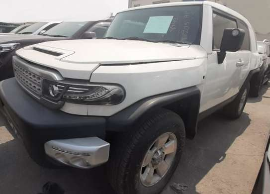 2015 Toyota FJ CRUISER PETROL 4000CC TSHS 69MILLION ON THE ROAD image 2