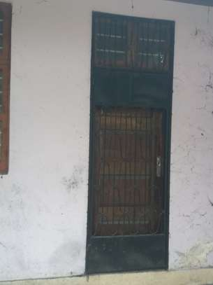 Used Muninga doors, windows and burglar bar door_ Milango na Madirisha vinuzwa