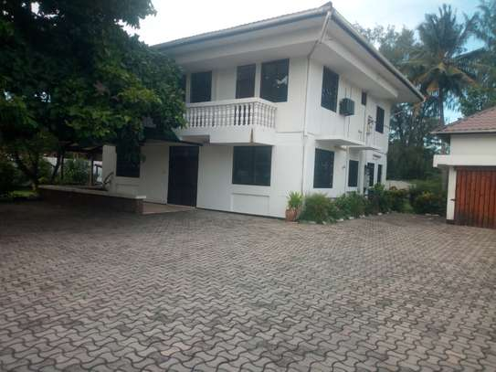 4 bedroom spacious house in Masaki