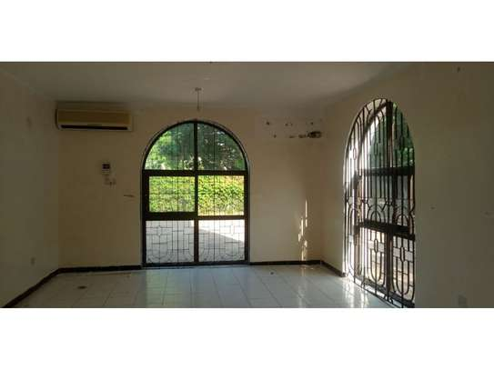 4bed house at oyster bay$1500 image 7