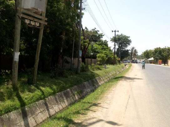 4bed house along main rd kawe beach $1300pm i deal for office cum residance image 2
