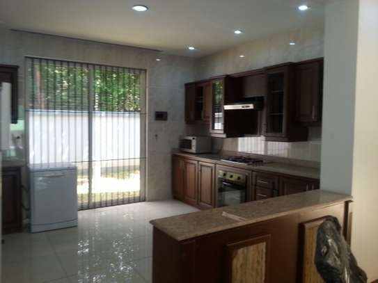 4 bedrooms Villa in Gated Compound In Oysterbay For Rent image 3