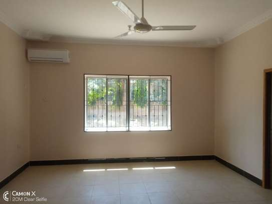 4bed house at oyster bay with big compound $3500pm image 9