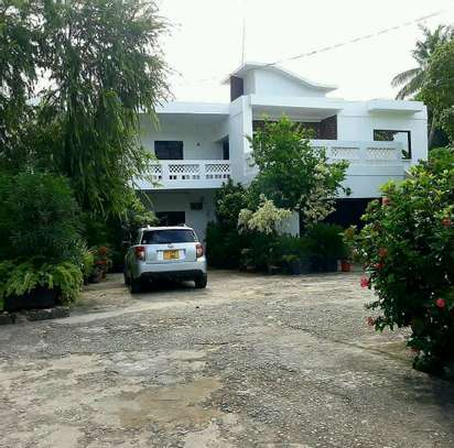 a stand alone house is for rent  at victoria  very close to the raod and good neighbour hood