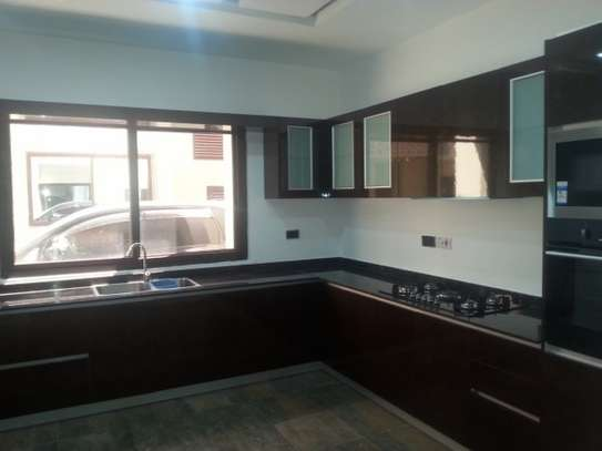 5 Bedrooms Villa For Rent In Oysterbay image 2